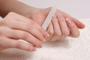 limarse las uñas